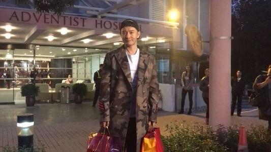 黄晓明升级当爸 贴心送记者老婆饼